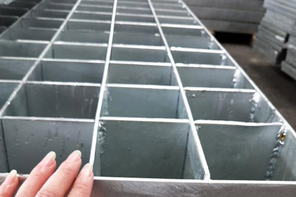 新疆重型钢格栅板